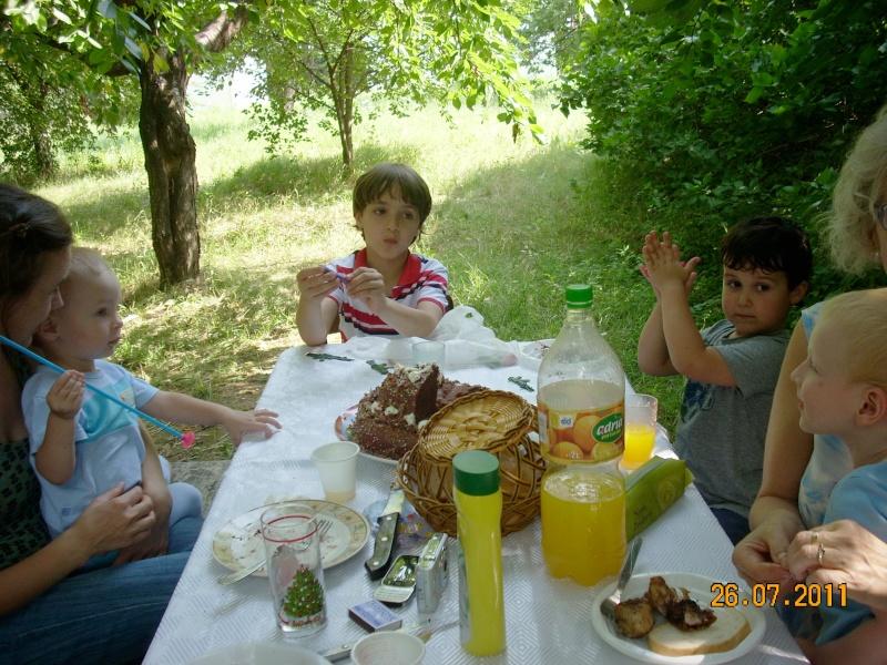 O familie fericita-familia Apetroaie-azi Tudorel a implinit 9 ani. Ziua_l44