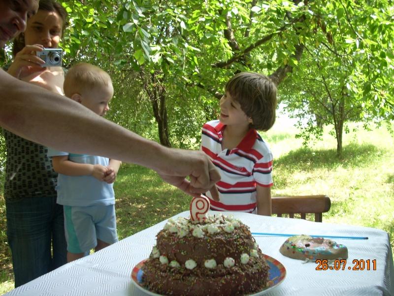 O familie fericita-familia Apetroaie-azi Tudorel a implinit 9 ani. Ziua_l51