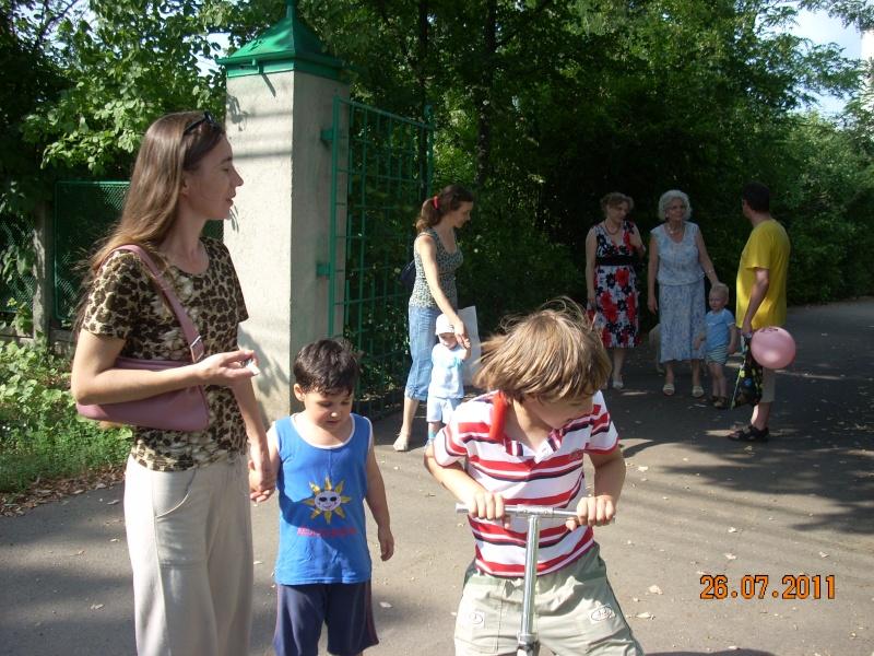 O familie fericita-familia Apetroaie-azi Tudorel a implinit 9 ani. Ziua_l58