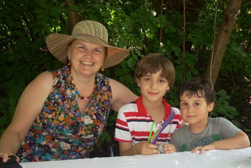 O familie fericita-familia Apetroaie-azi Tudorel a implinit 9 ani. Ziua_l60