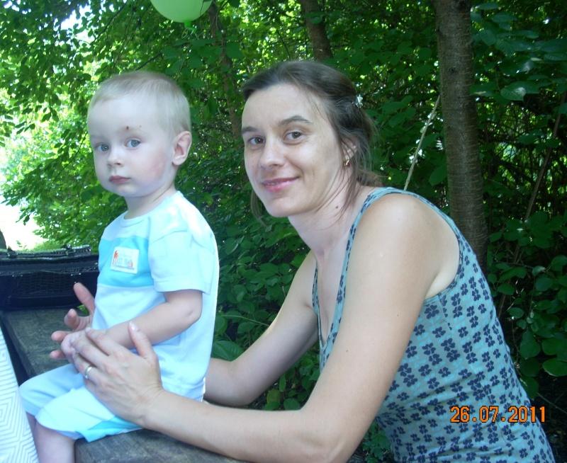 O familie fericita-familia Apetroaie-azi Tudorel a implinit 9 ani. Ziua_l63