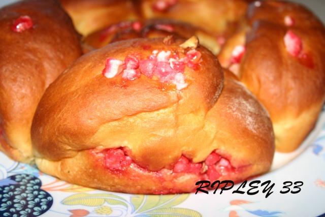 Brioche de St Génix ou Brioche aux pralines roses - Page 2 Bripar10