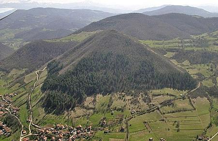 infos pour un scénario (L'Iran vient d'abattre 2 drones occidentaux  et lancement d'un missile a longue portée ) et une pyramide en bosnie ( vrais!) Bosnia10