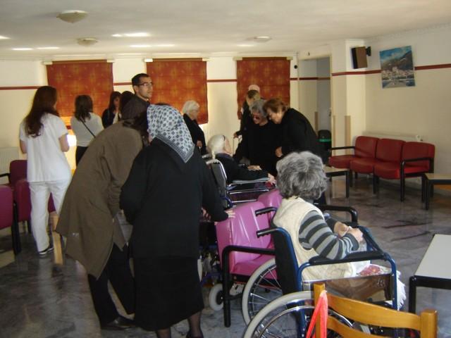 Επίσκεψη μελών και φίλων του Συλλόγου στο Γηροκομείο Νεάπολης. Dsc04022