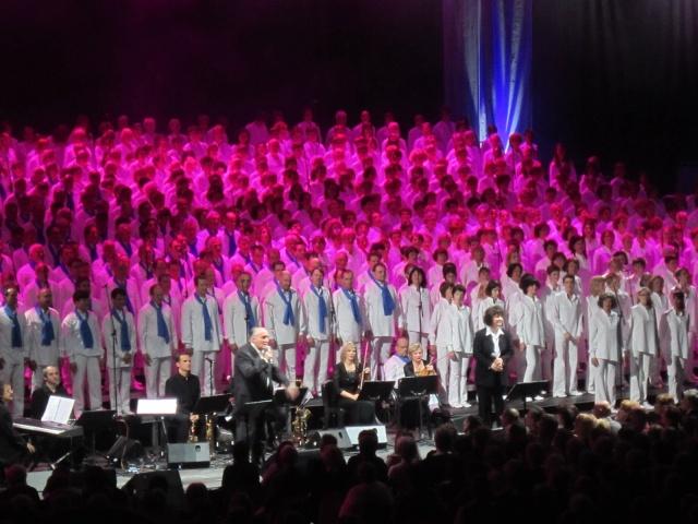 1000 CHORISTES chantent les comédies musicales !!! 1000_c10