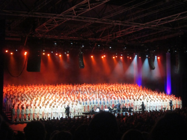 1000 CHORISTES chantent les comédies musicales !!! 1000_c12
