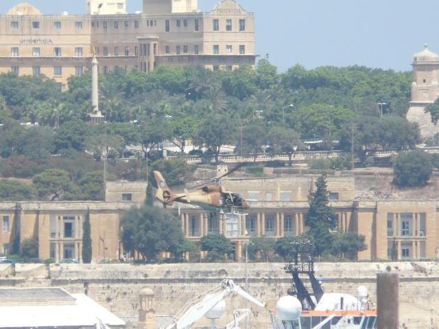 Israeli Army and Palestinian Police at Cospicua P1060028