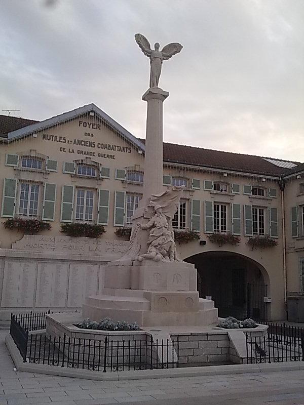 [Histoires et Histoire] Monuments aux morts originaux Français Tome 1 - Page 6 Photo015