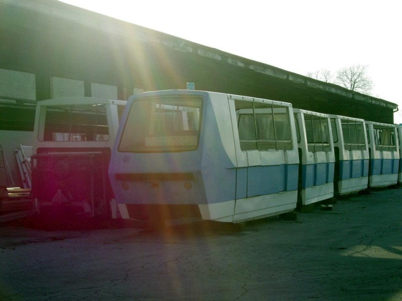 Hersheypark purchases Six Flags Magic Mountain's old Metro trains 39196610