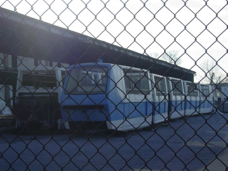 Hersheypark purchases Six Flags Magic Mountain's old Metro trains 39325610
