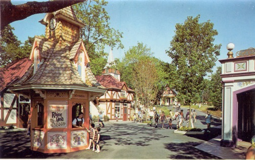 "SPECIAL FEATURE: From ""Hershey Park"" to ""Hersheypark"" - A Look from 1971 to 1973 Hershe11"