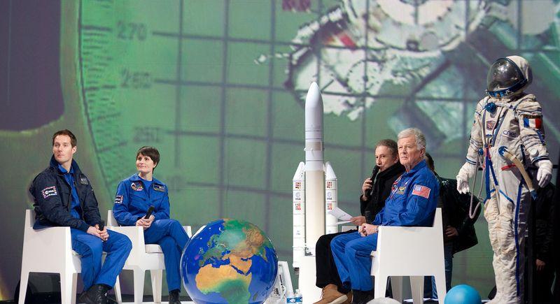 TV: Une nuit dans l'espace-FR2 - 27-03-2012 Une_nu10