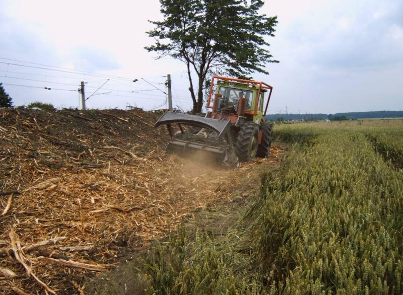 unimog mb-trac wf-trac pour utilisation forestière dans le monde - Page 5 4mbtra10