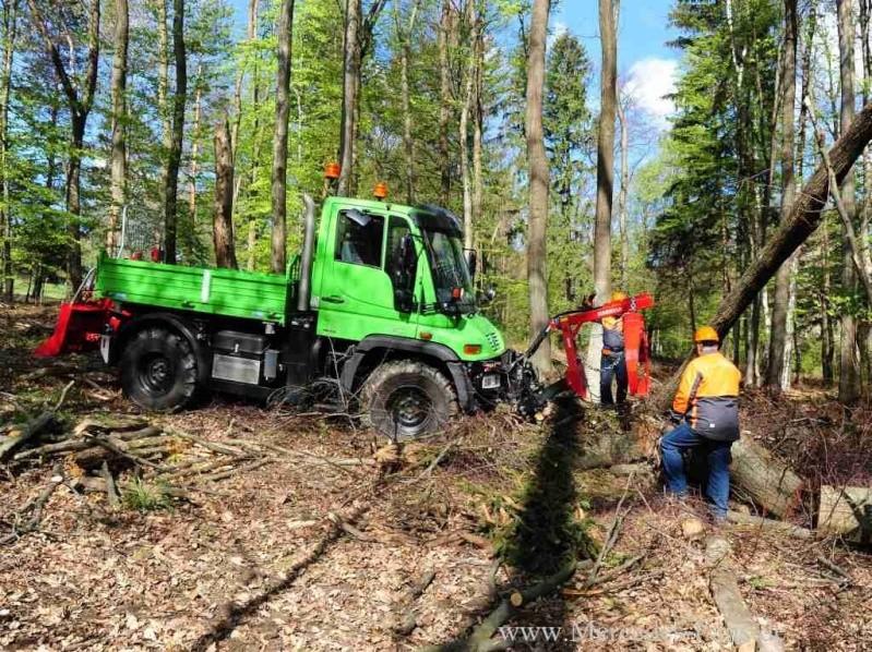 unimog mb-trac wf-trac pour utilisation forestière dans le monde - Page 19 Unimog21