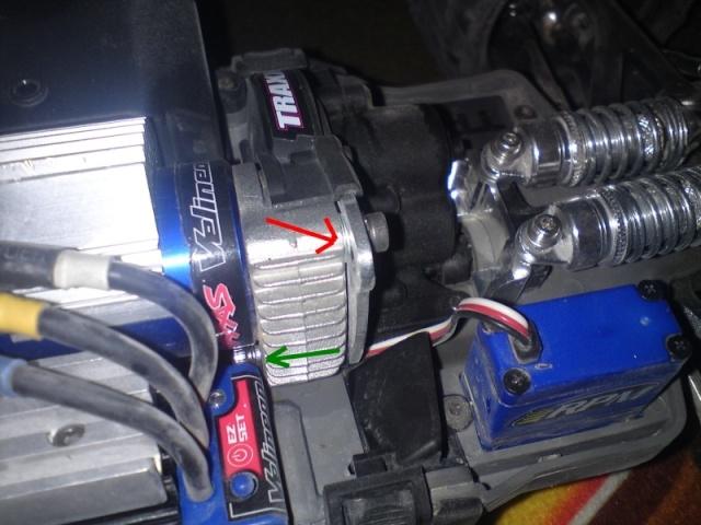 E-Revo/ERBE Support moteur qui bouge/bouffe les couronnes Dsc01810