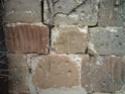 des marques sur les pierres des édifices religieux L1050311