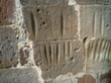 des marques sur les pierres des édifices religieux L1050312