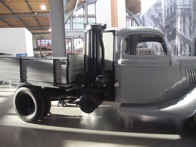 FORD V8 LKW Typ 51 mit Holzgasgenerator 2011_062