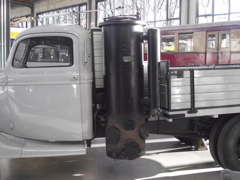 FORD V8 LKW Typ 51 mit Holzgasgenerator 2011_064