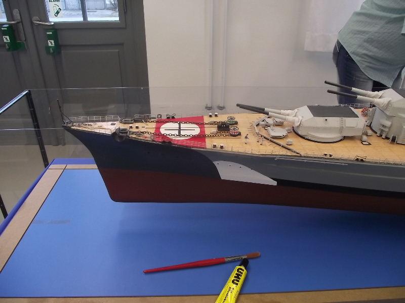 Bismarck 1:100 Karton. Fw120110