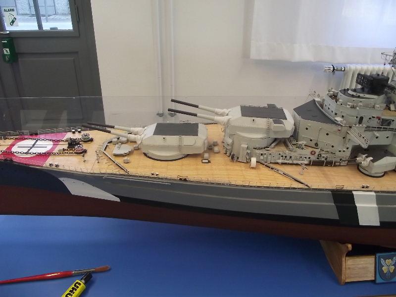 Bismarck 1:100 Karton. Fw120111