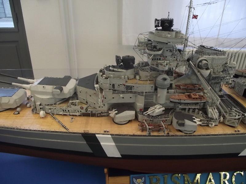 Bismarck 1:100 Karton. Fw120112