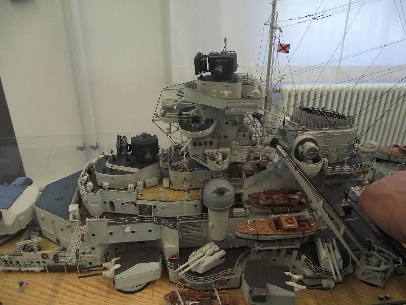 Bismarck 1:100 Karton. Fw120113