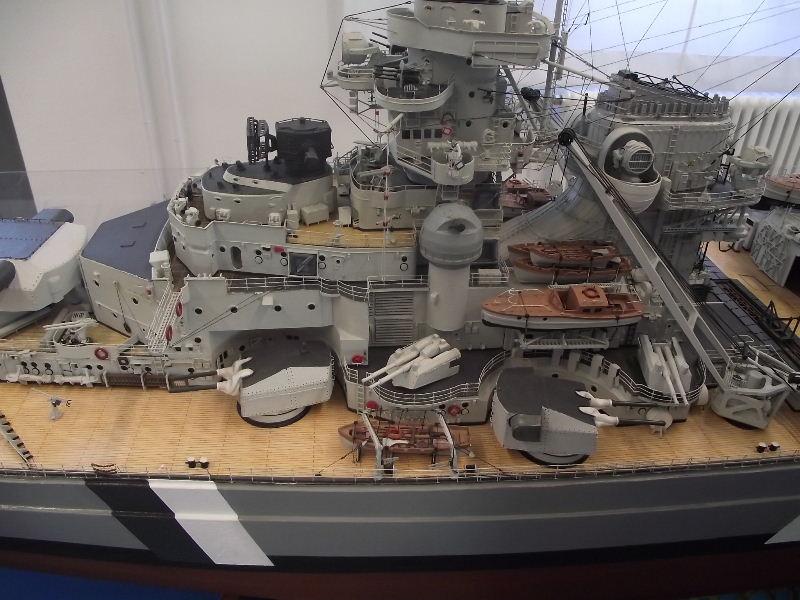 Bismarck 1:100 Karton. Fw120114