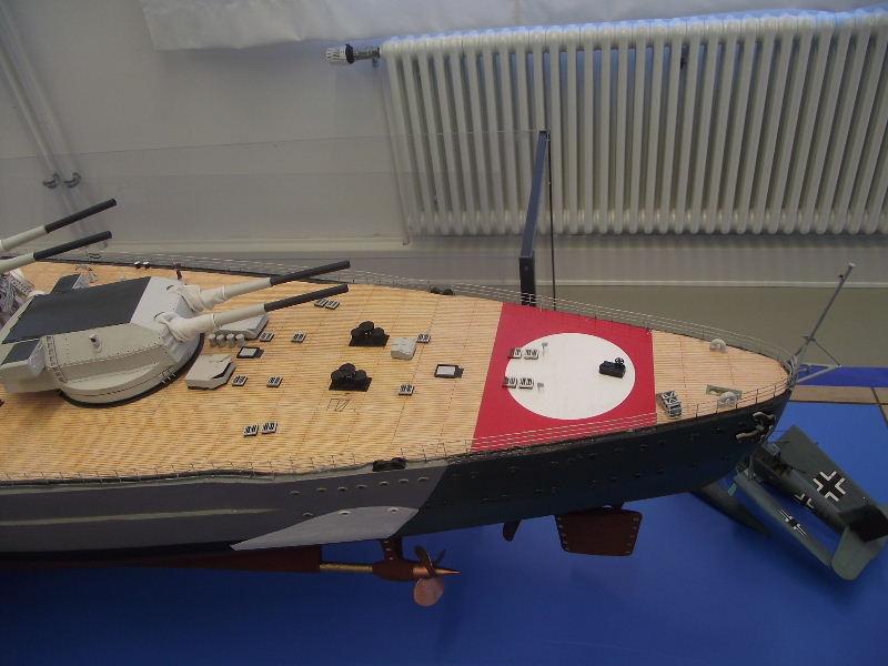 Bismarck 1:100 Karton. Fw120116