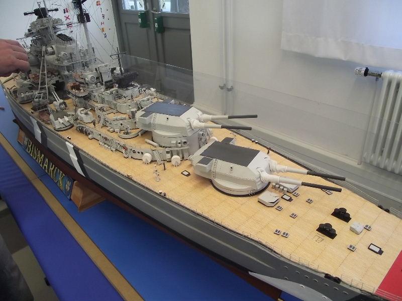 Bismarck 1:100 Karton. Fw120117