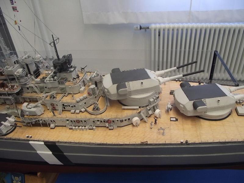 Bismarck 1:100 Karton. Fw120118