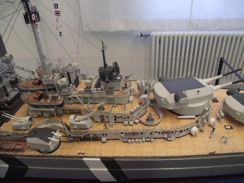 Bismarck 1:100 Karton. Fw120119