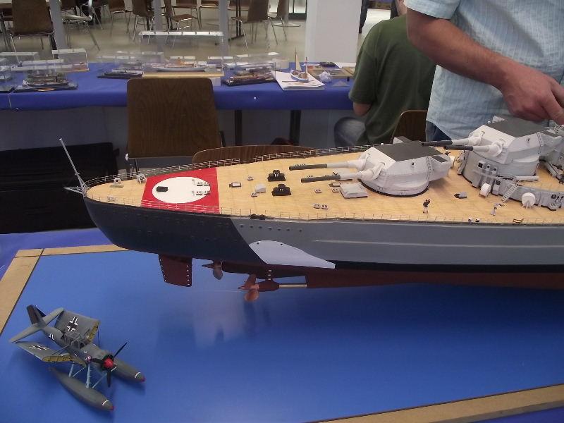 Bismarck 1:100 Karton. Fw120121
