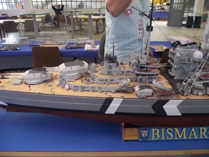 Bismarck 1:100 Karton. Fw120123