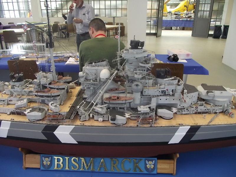 Bismarck 1:100 Karton. Fw120125