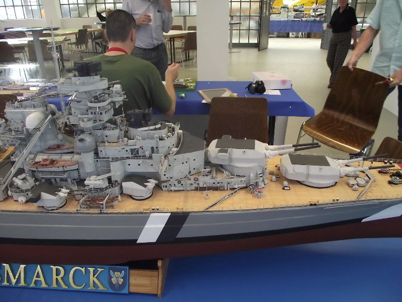 Bismarck 1:100 Karton. Fw120126