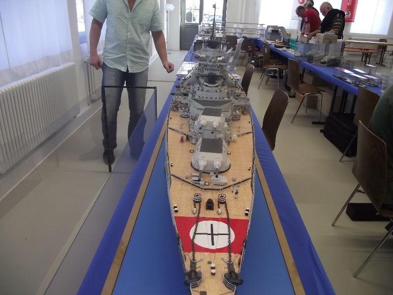 Bismarck 1:100 Karton. Fw120128