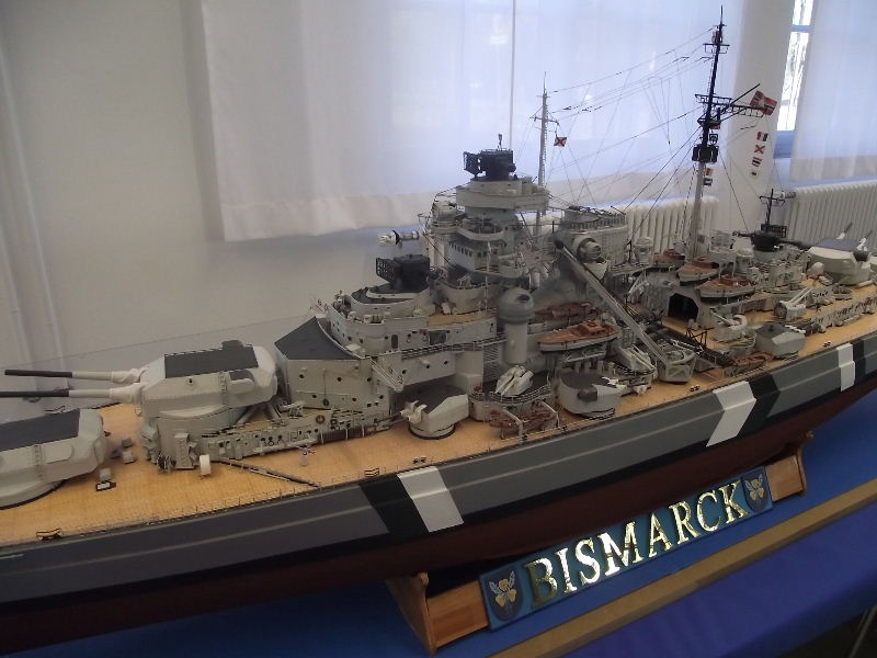 Bismarck 1:100 Karton. Fw120129