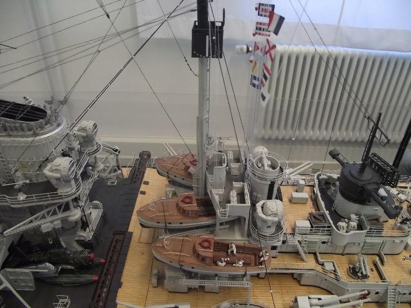 Bismarck 1:100 Karton. Fw120131