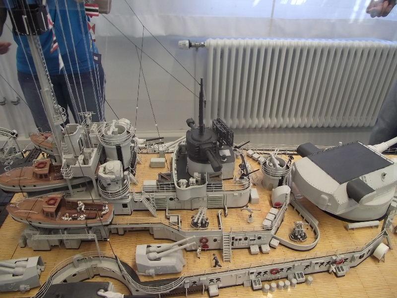 Bismarck 1:100 Karton. Fw120132