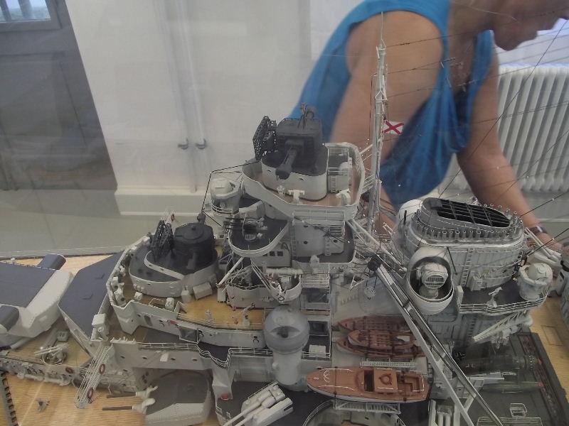 Bismarck 1:100 Karton. Fw120133