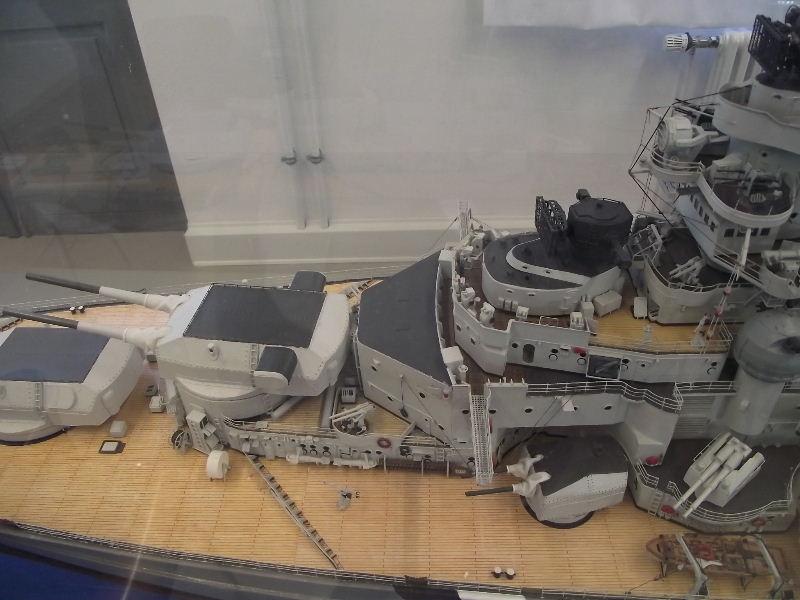 Bismarck 1:100 Karton. Fw120134