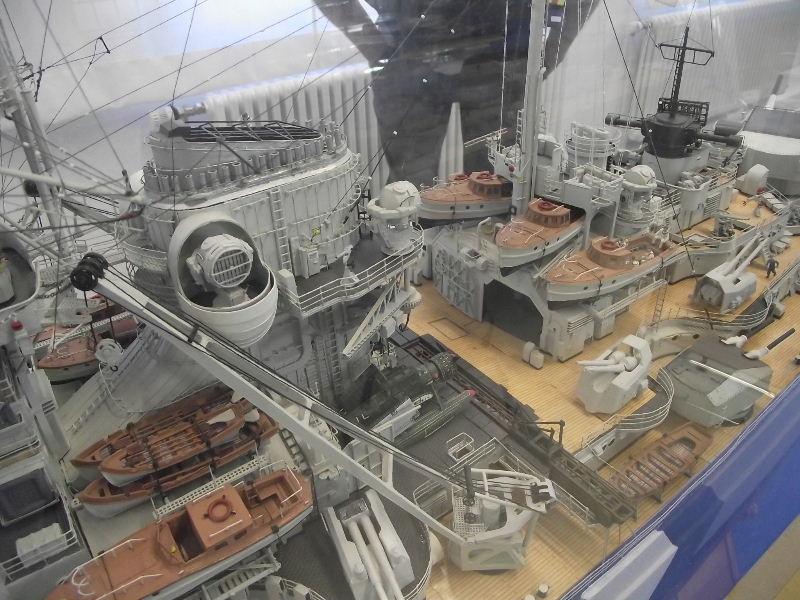 Bismarck 1:100 Karton. Fw120135