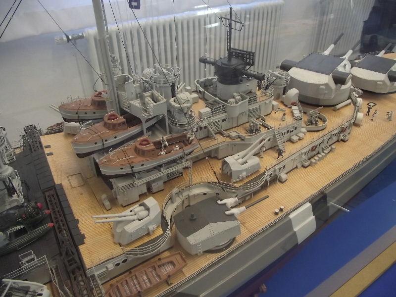 Bismarck 1:100 Karton. Fw120136