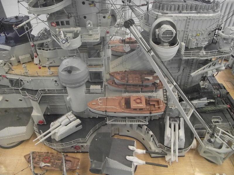 Bismarck 1:100 Karton. Fw120137