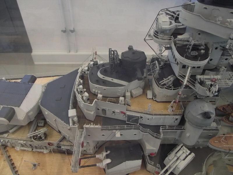 Bismarck 1:100 Karton. Fw120138