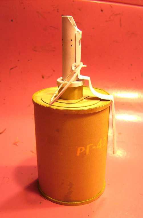 Kartonmodell einer Handgranate 1:1 FERTIG Bild7035