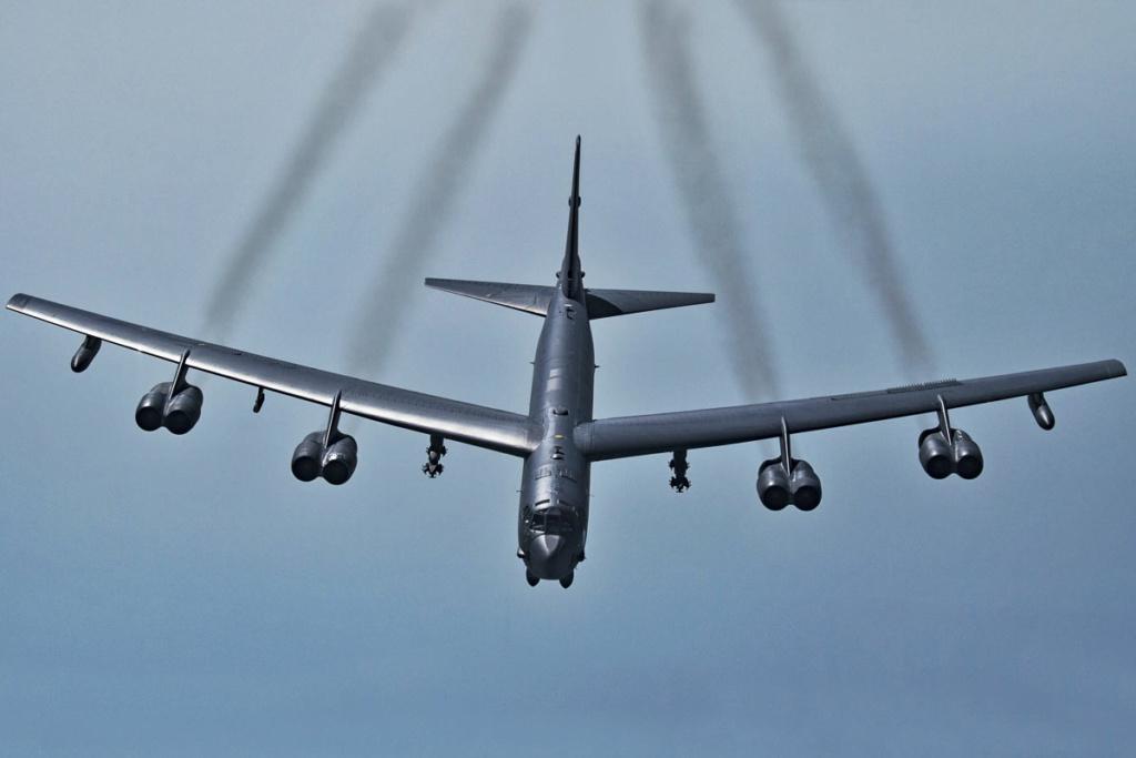 "B-21 ""Raider"" stealth bomber - Page 2 B52h10"