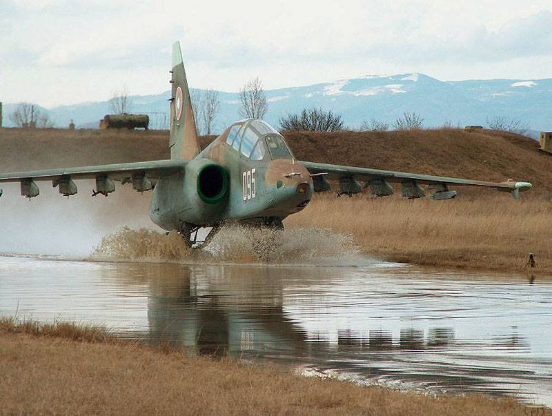 Future Russian Aircraft Carriers and Deck Aviation. #2 - Page 29 Su-25_11
