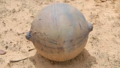 Une boule métallique tombe du ciel en Namibie  Media_28